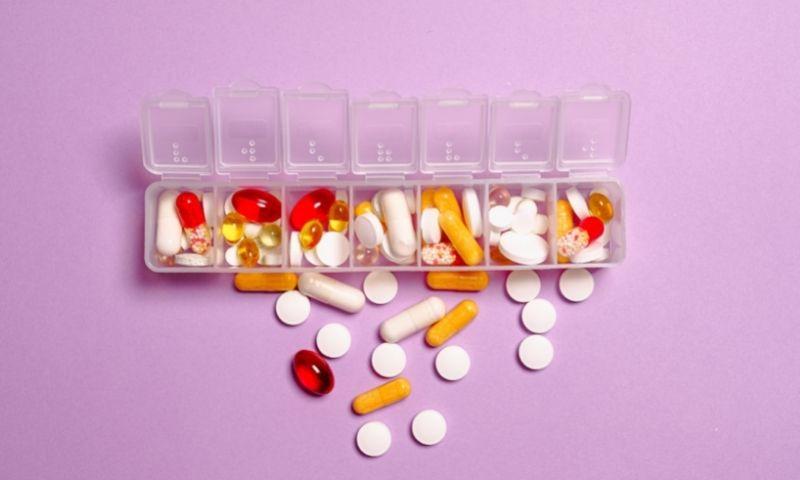 caja con medicamentos