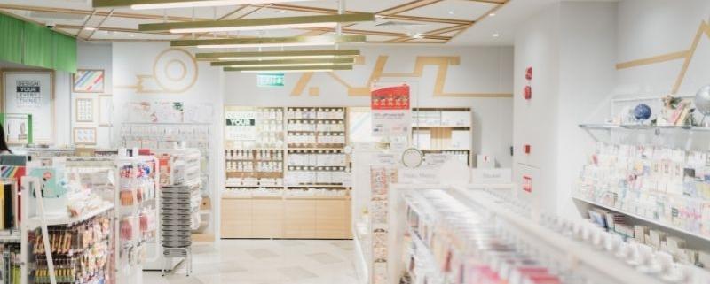 interior de una farmacia